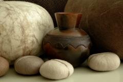 Felt Rocks van Ronel Jordaan en Zulu Pot van Thembi Nala Zuid-Afrika iZArte