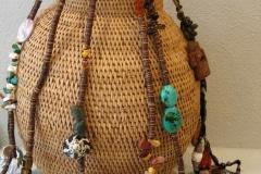 Sieraden van Natalie Dissel op mand van Design Afrika in Galerie iZArte