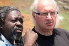 Avhashoni Mainganye en Gert Rebergen, bij Lake Funduzi, Limpopo, South Africa, iZArte Kunstreis