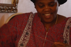 bij Nokuthula Zikhali, sieraden maakster, Kaapstad, Zuid-Afrika